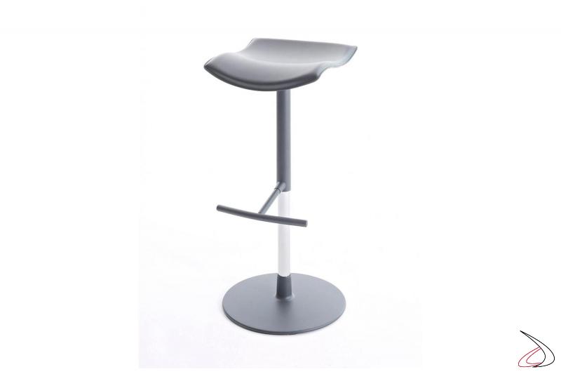 Sgabello senza schienale con seduta in cuoio di design regolabile in altezza