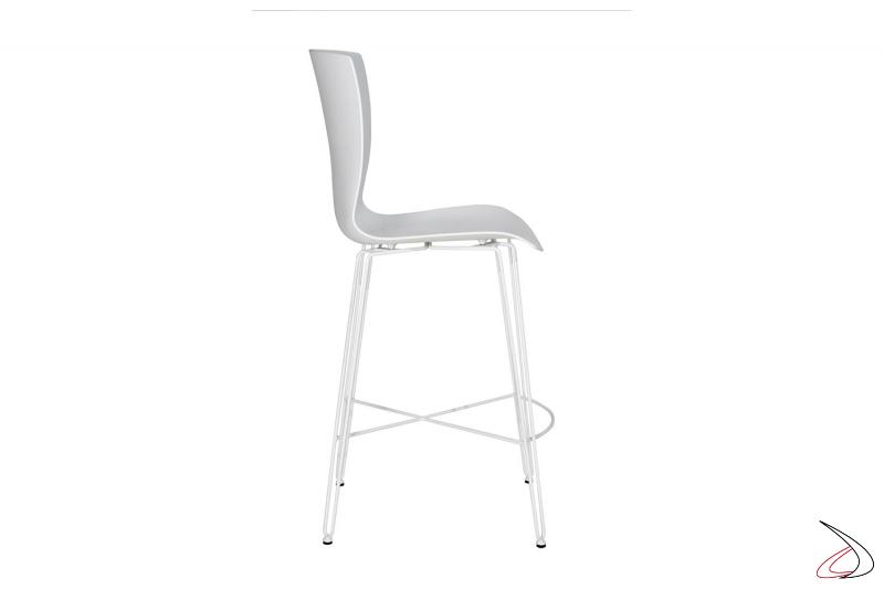 Sgabello di design basso con poggiapiedi e gambe in tondino di acciaio bianco