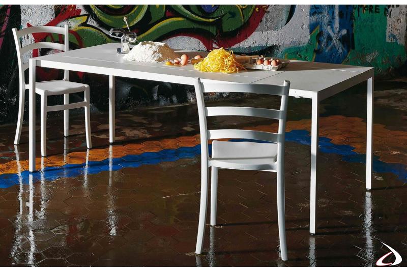 Tavolo cucina allungabile di design in lamiera di acciaio bianco nuvola