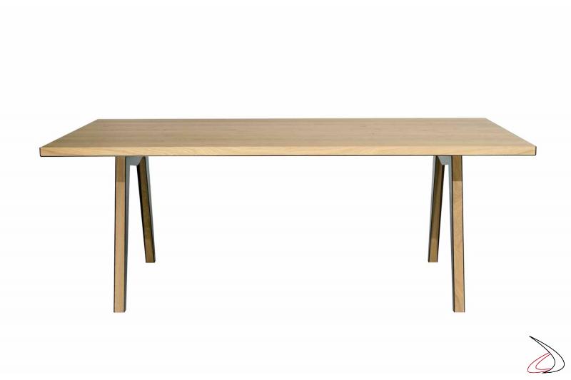 Tavolo fisso di design in legno rovere nodato naturale e in lamiera d'acciaio