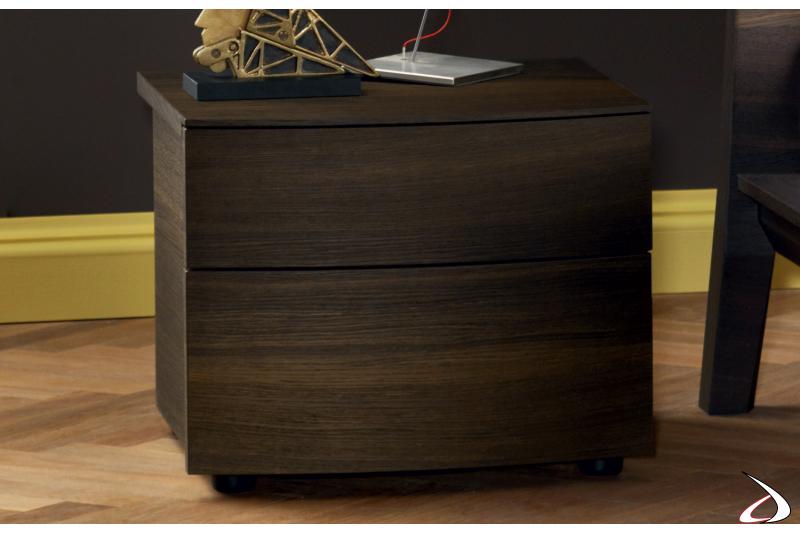 Comodino moderno in legno con cassetti curvi