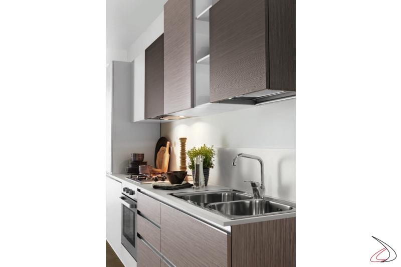 Cucina componibile con piano lavoro in laminato, lavello inox due vasche