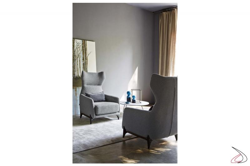 Salotto con poltrone di design imbottite comode con schienale alto e poggiatesta