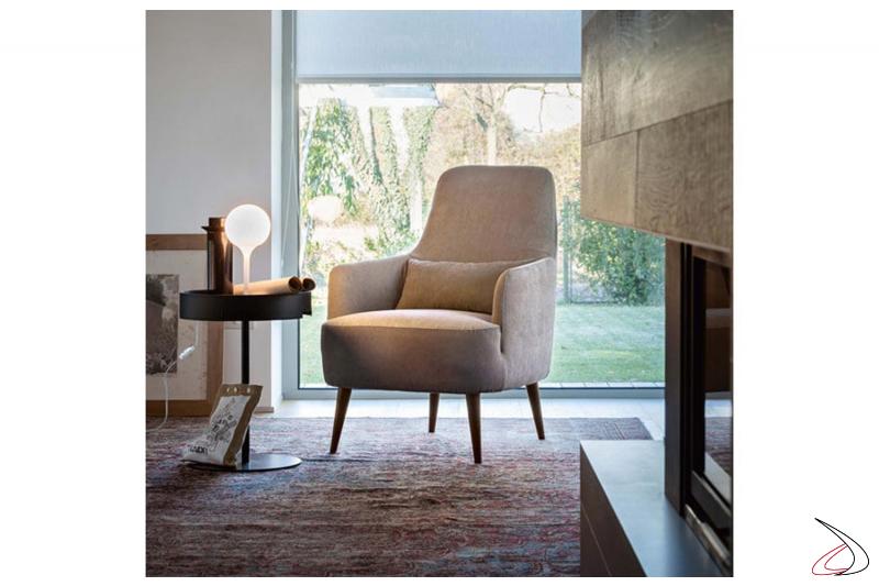 Poltrona da salotto imbottita moderna e comoda con schienale alto e braccioli