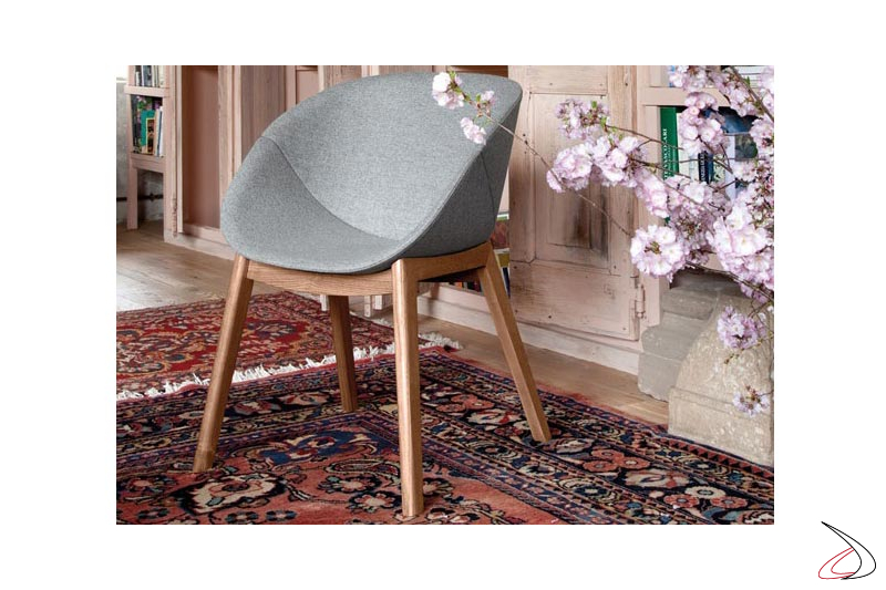 Poltroncina design imbottita per tavolo soggiorno