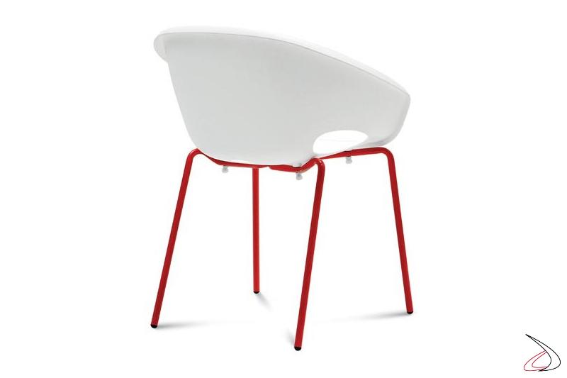 Poltroncina bianca di design da soggiorno
