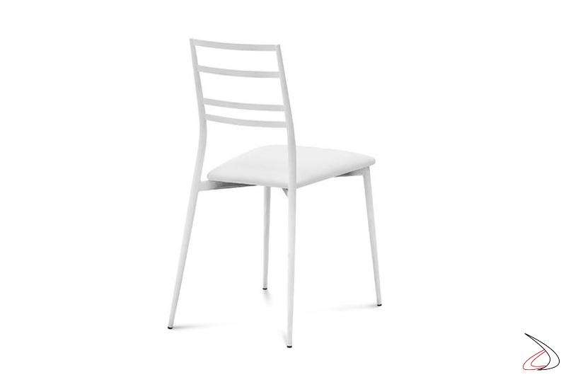 Sedia bianca moderna con seduta imbottita