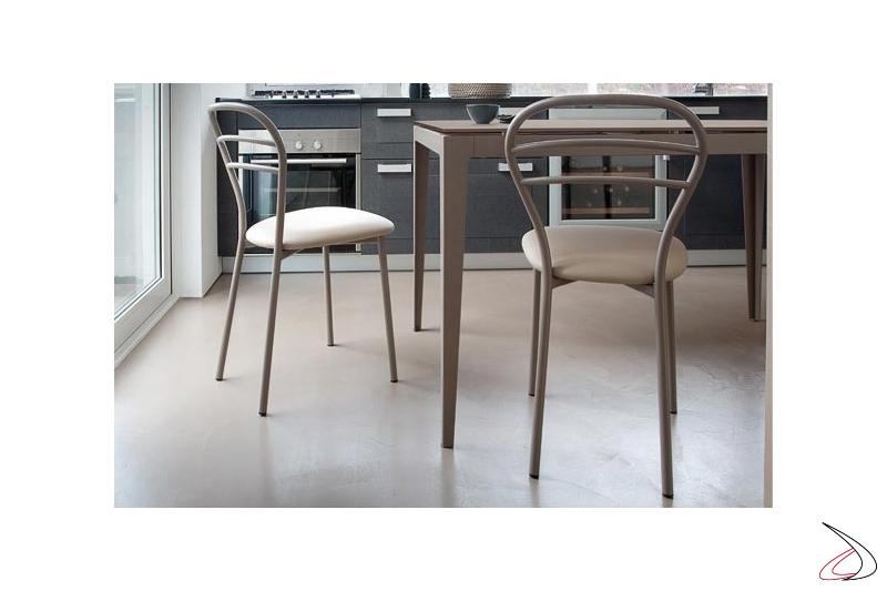 Sedia moderna da cucina con sedile imbottito