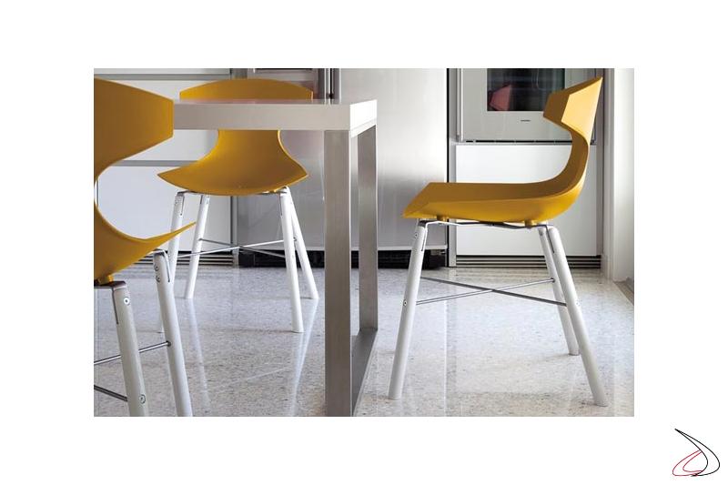 Sedia design colorata per tavolo soggiorno