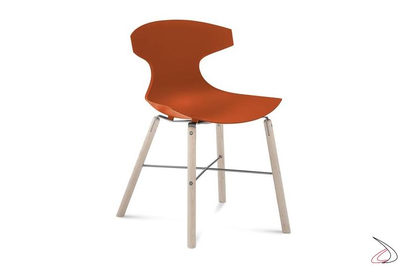 Sedia da soggiorno con gambe in legno