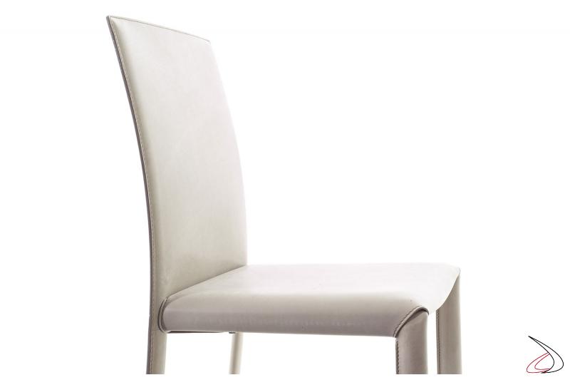 Sedia in cuoio bianco di design ed elegante per tavolo soggiorno
