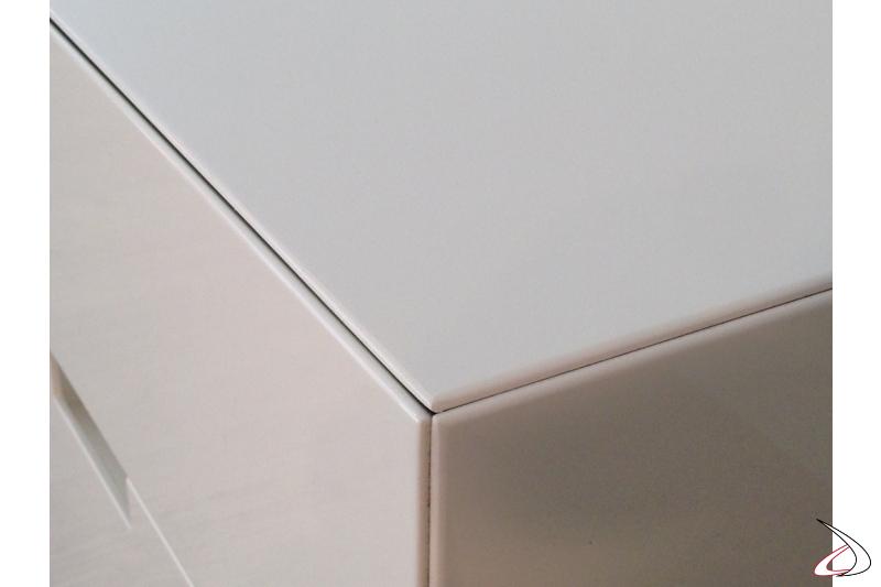 Particolare vertice con cassetti chiusi