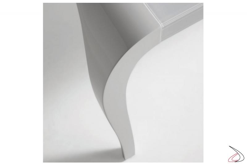 Gamba sagomata in poliuretano laccato bianco
