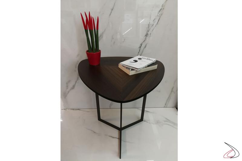 Il tavolino Helice arreda ogni angolo della casa come ingressi soggiorni o in camera come comodino.