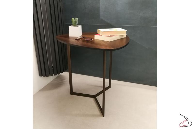 Il tavolino Hélice è pratico poco ingombrante facile da pulire.