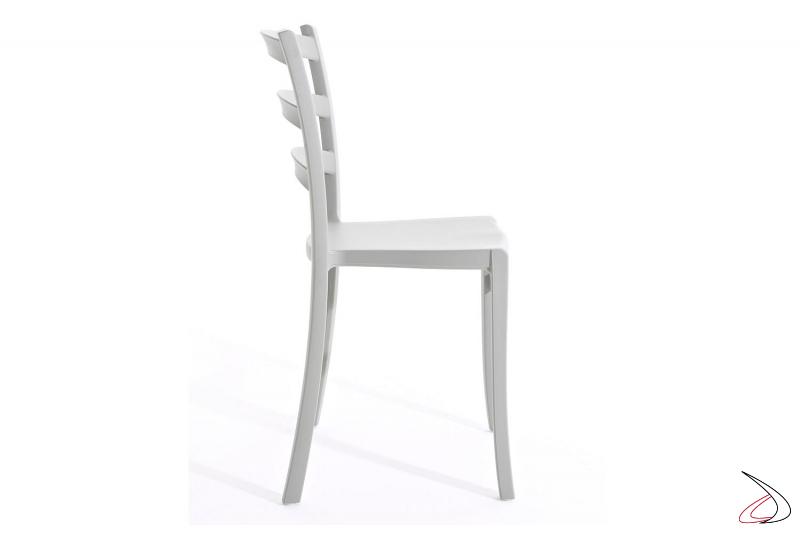 Sedia leggera impilabile da esterno realizzata in polipropilene soft touch
