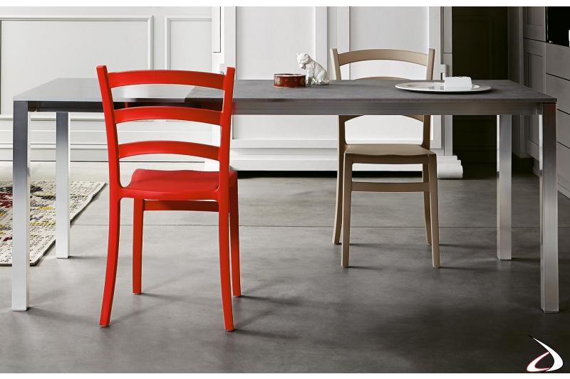 Sedia da soggiorno moderna colorata impilabile in polipropilene