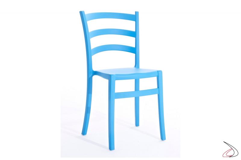 Sedia azzurra moderna impilabile in polipropilene da esterno o ristorazione