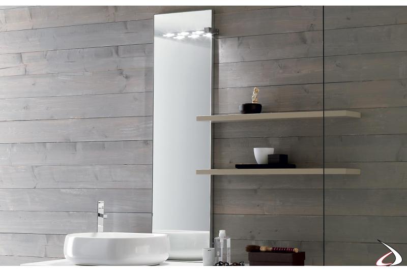 Specchio da bagno con presa ed interruttore