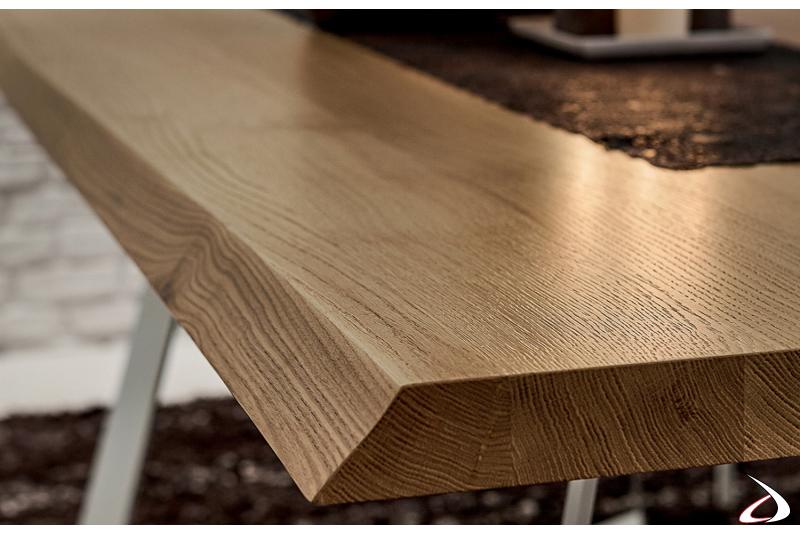 Dettaglio piano in legno rovere scortecciato