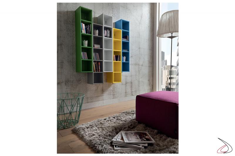 Libreria componibile sospesa a parete in laccato opaco