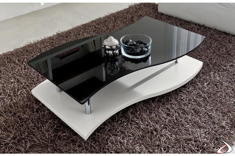 Tavolino di design su ruote con piano sagomato in vetro nero