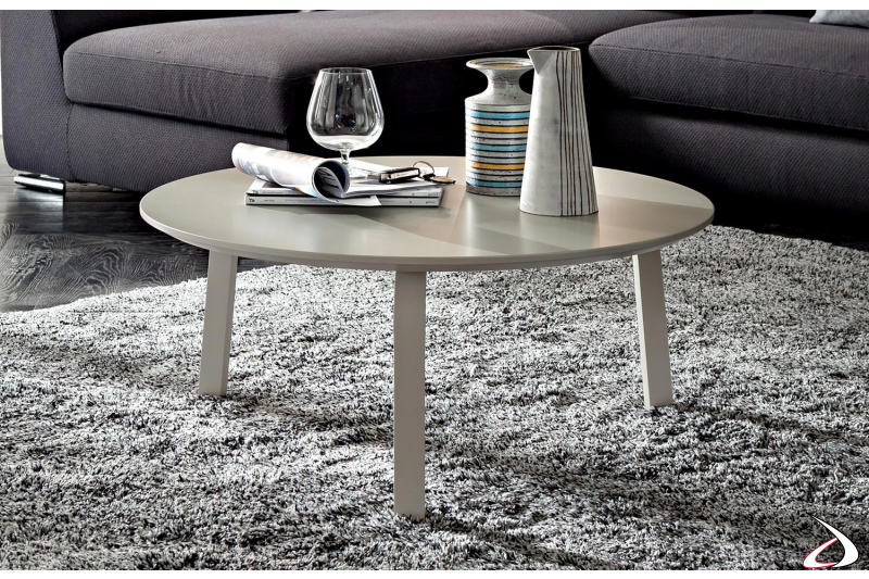 Tavolino moderno basso in laccato opaco ecrù da centro salotto