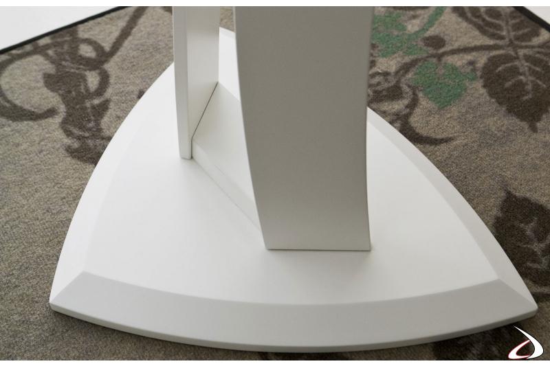 Tavolino triangolare da salotto in legno