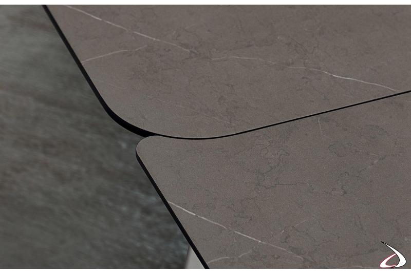 Tavolo da soggiorno con piano in hpl stratificato pietra tobacco
