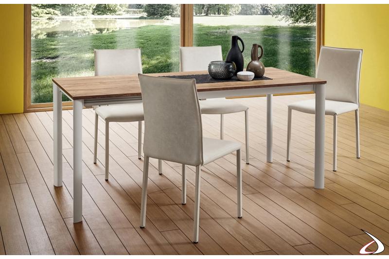 Tavolo rettangolare con piano in hpl Rovere Slavonia e struttura alluminio bianca