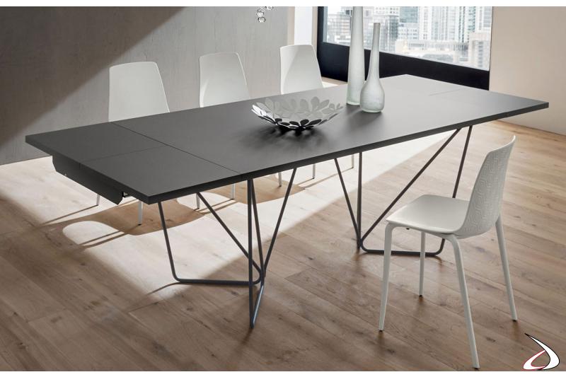 Tavolo completo di allunghe con piano in fenix grigio londra