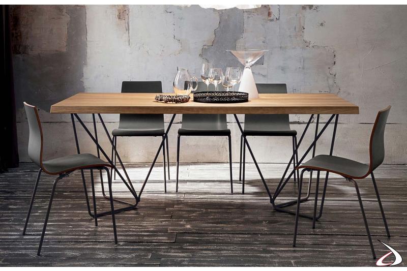 Tavolo fisso con piano in legno di rovere scortecciato