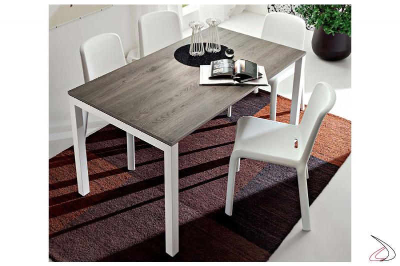 Tavolo rettangolare in melaminico rovere grigio con gambe in metallo