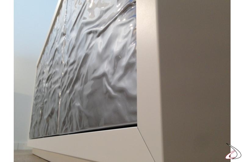 Madia Ice ante con finitura in rilievo nella versione matallo