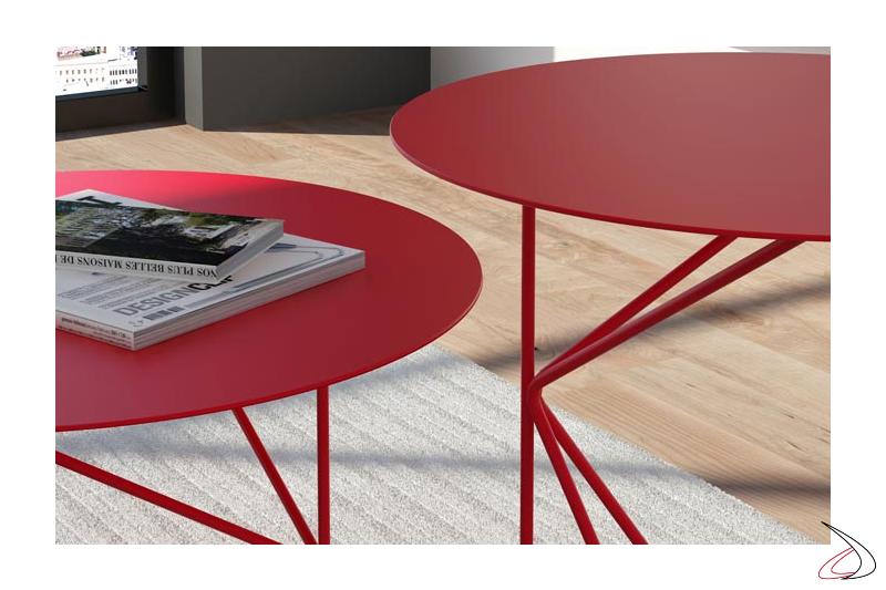 Tavolini da salotto in metallo colorati