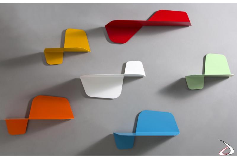 Mensole a parete colorate di design in metallo