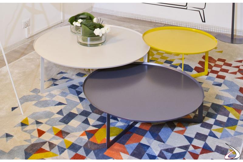 Tavolini rotondi moderni in metallo colorato