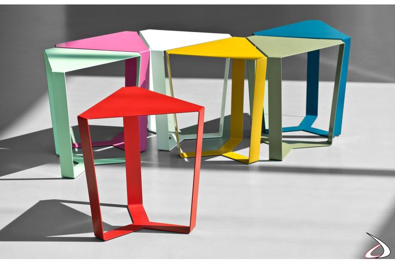 Tavolini triangolari di design in metallo verniciato