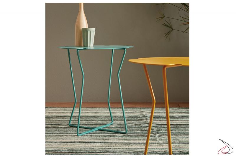 Tavolino da salotto a forma di fiore in metallo colorato