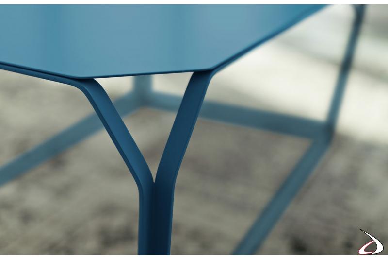 Tavolino moderno da salotto in metallo blu