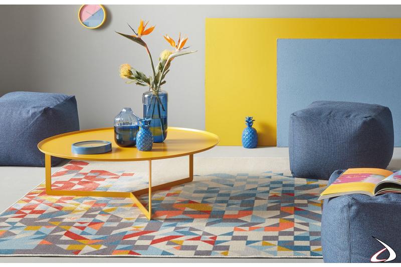 Tavolino basso rotondo di design in metallo giallo