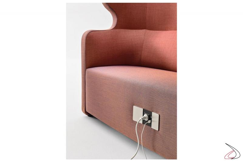 Divano di design imbottito per sala attesa con presa elettrica e 2 porte usb
