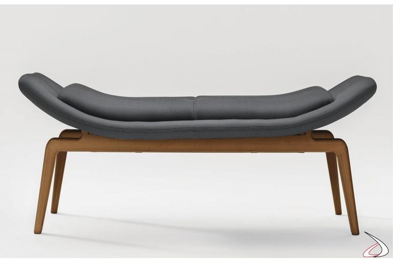 Panca per sala attesa di design imbottita con gambe in legno massello