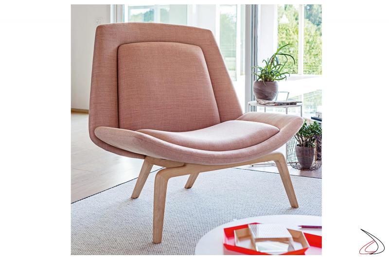 Poltrona lounge di design larga per sala attesa con gambe in legno