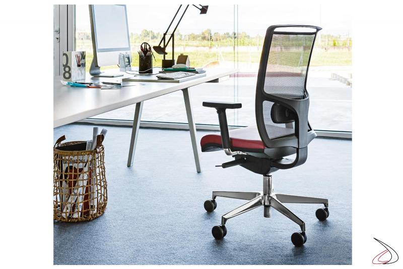Sedia ufficio ergonomica con braccioli e supporto lombare con schienale in rete