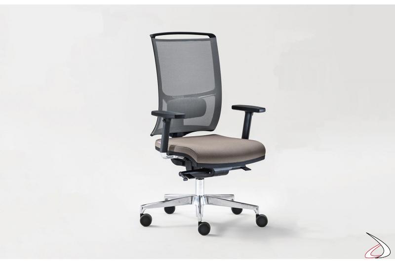 Sedia moderna da ufficio ergonomica con supporto lombare e braccioli