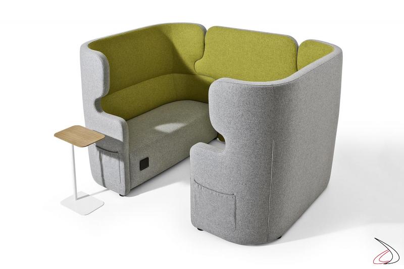 Divani design per sala attesa con prese USB e tasche porta riviste