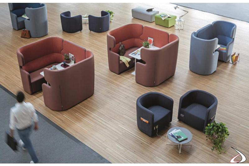 Divani imbottiti colorati per sala attesa open space con schienale alto