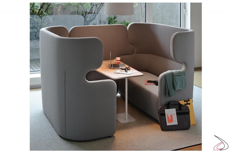 Divani sale attesa con tavolino e schienale alto insonorizzato per privacy