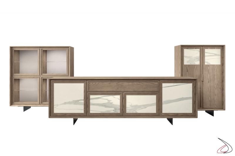 Credenza alta da soggiorno in legno con ante in vetro